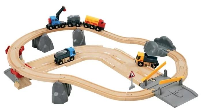 Железная дорога Brio «Стартовый набор с автодорогой и переездом»