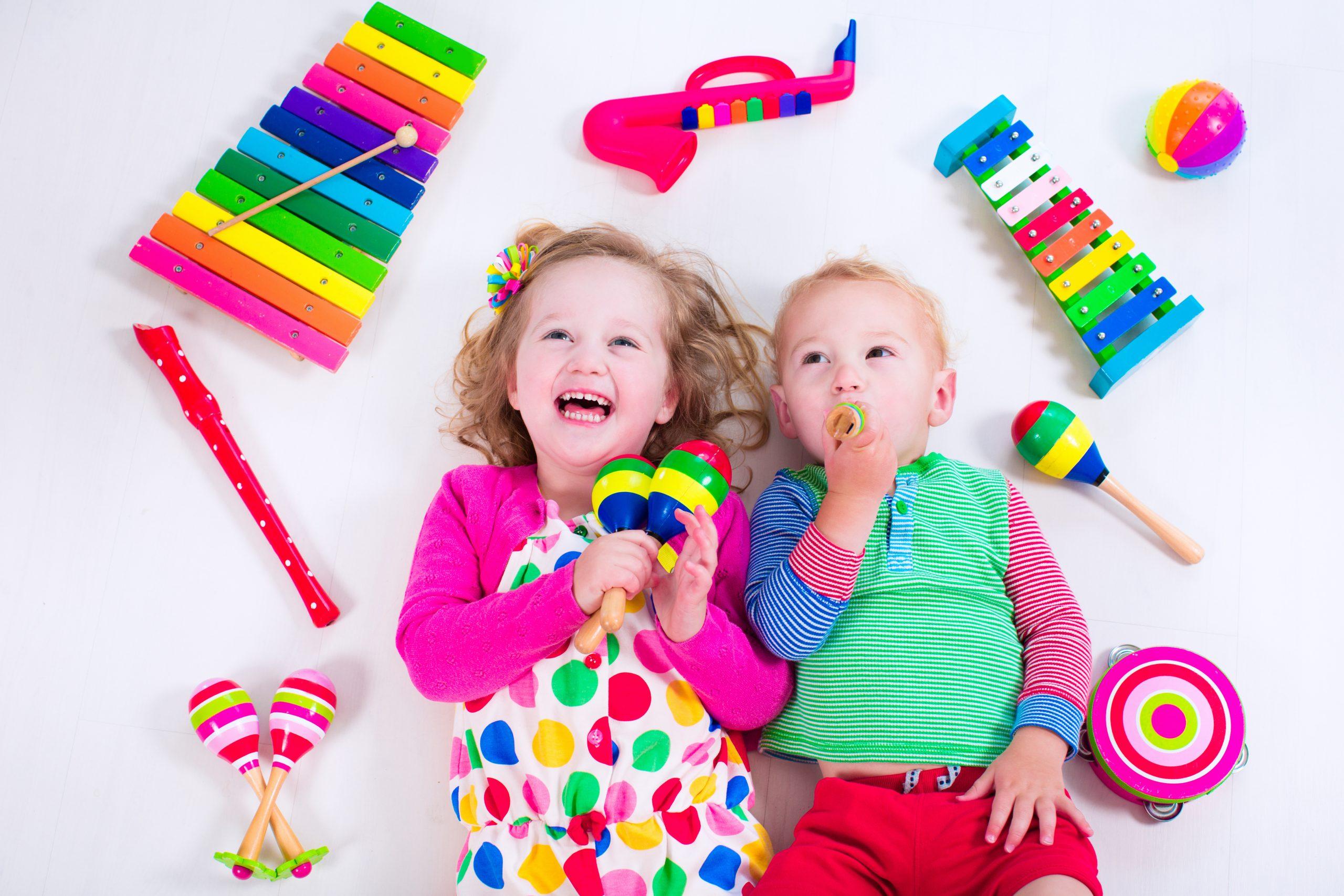 15 лучших музыкальных игрушек для детей в 2021 году