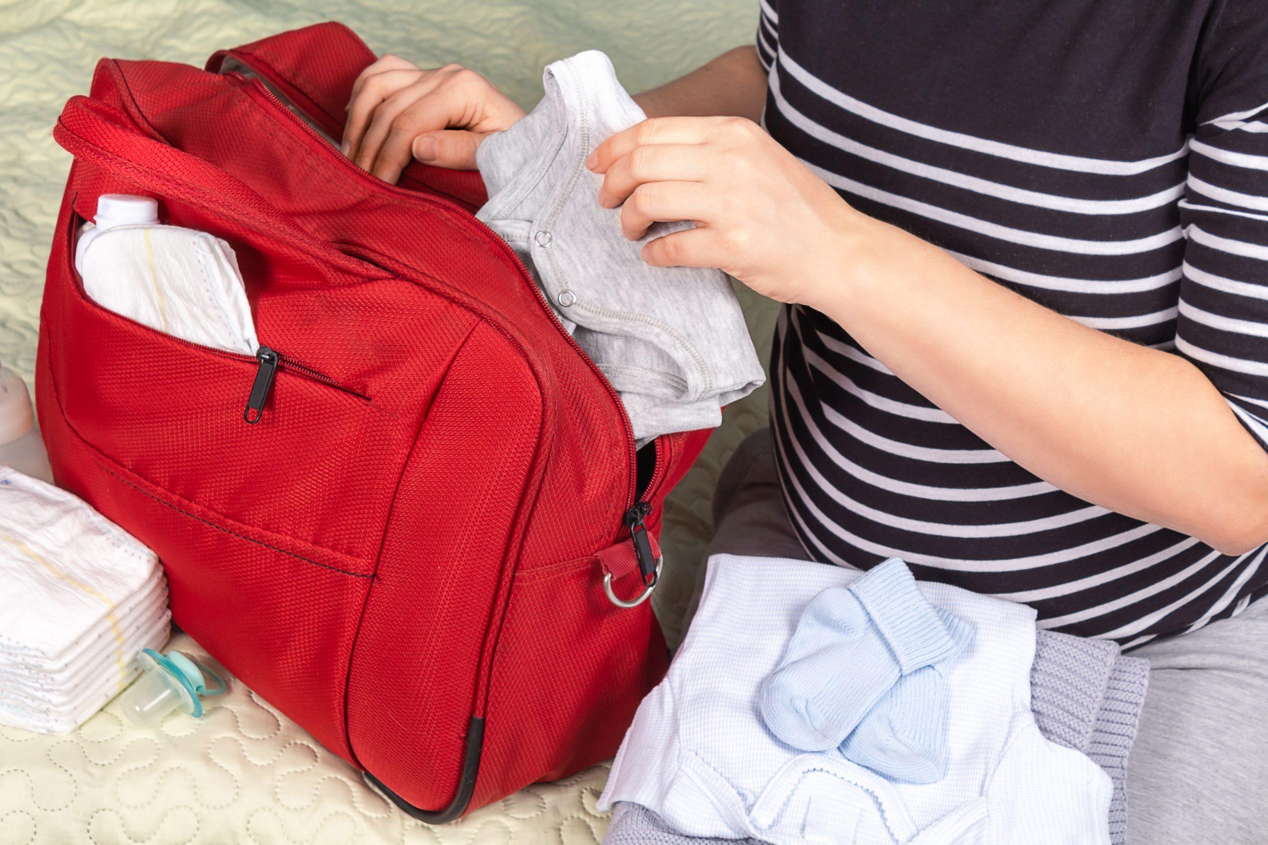 Подгузники в роддом: какие выбрать и сколько брать?