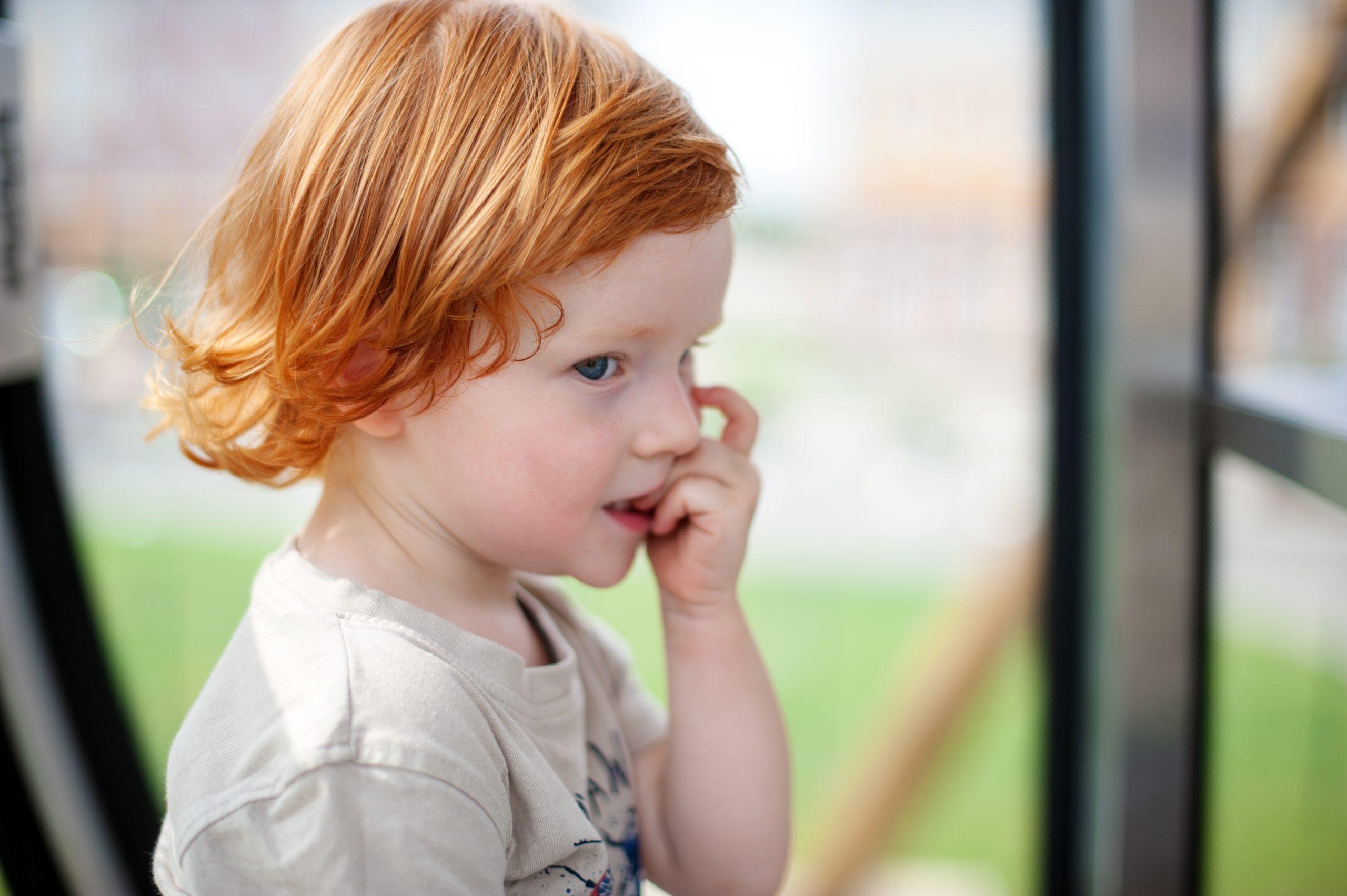 Ребенок грызет ногти: что нужно и что нельзя делать родителям
