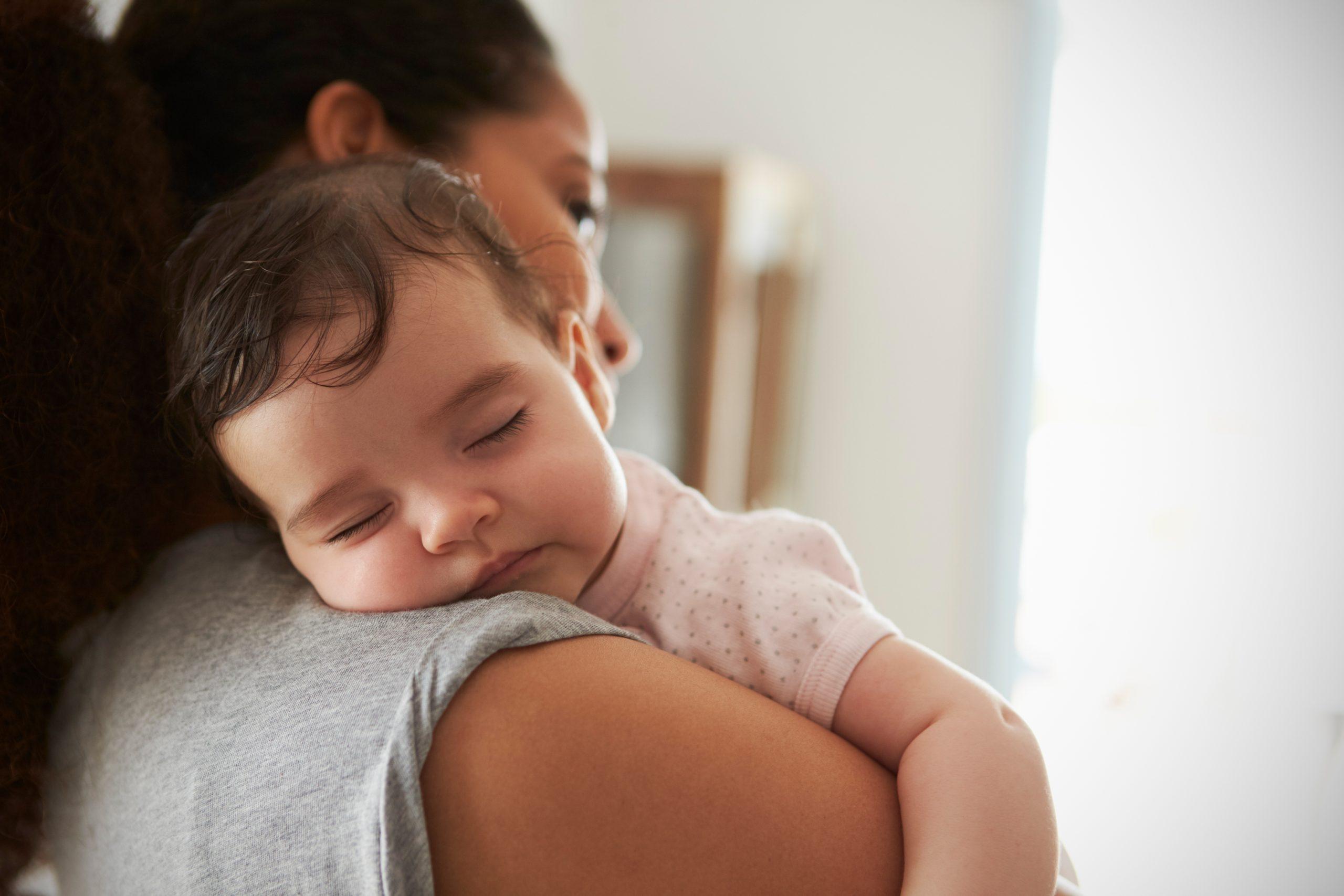 Что делать, если ребенок перепутал день с ночью?