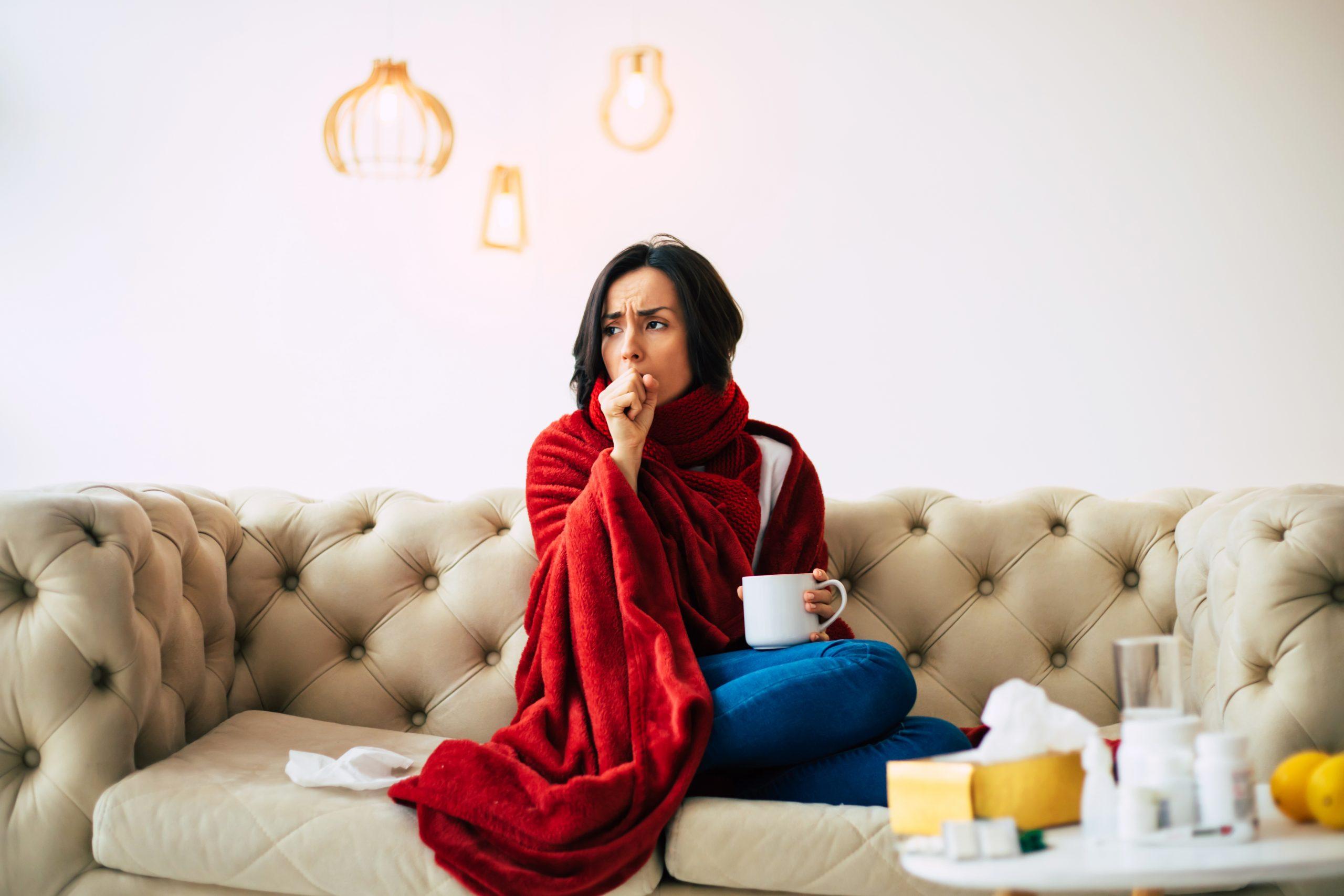 Как лечить кашель при грудном вскармливании: безопасные аптечные средства