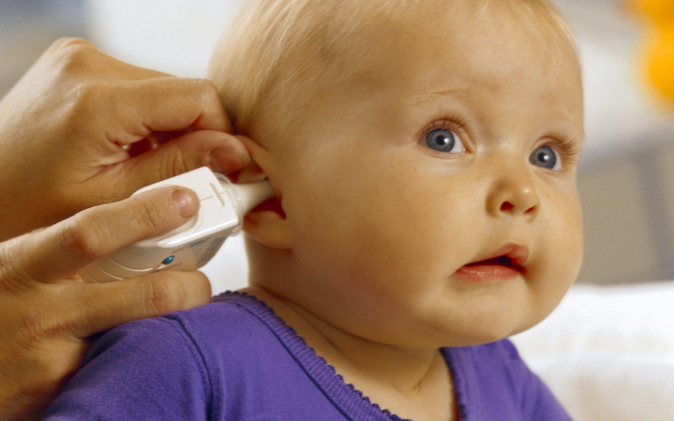 У ребенка болит ухо: что можно сделать в домашних условиях
