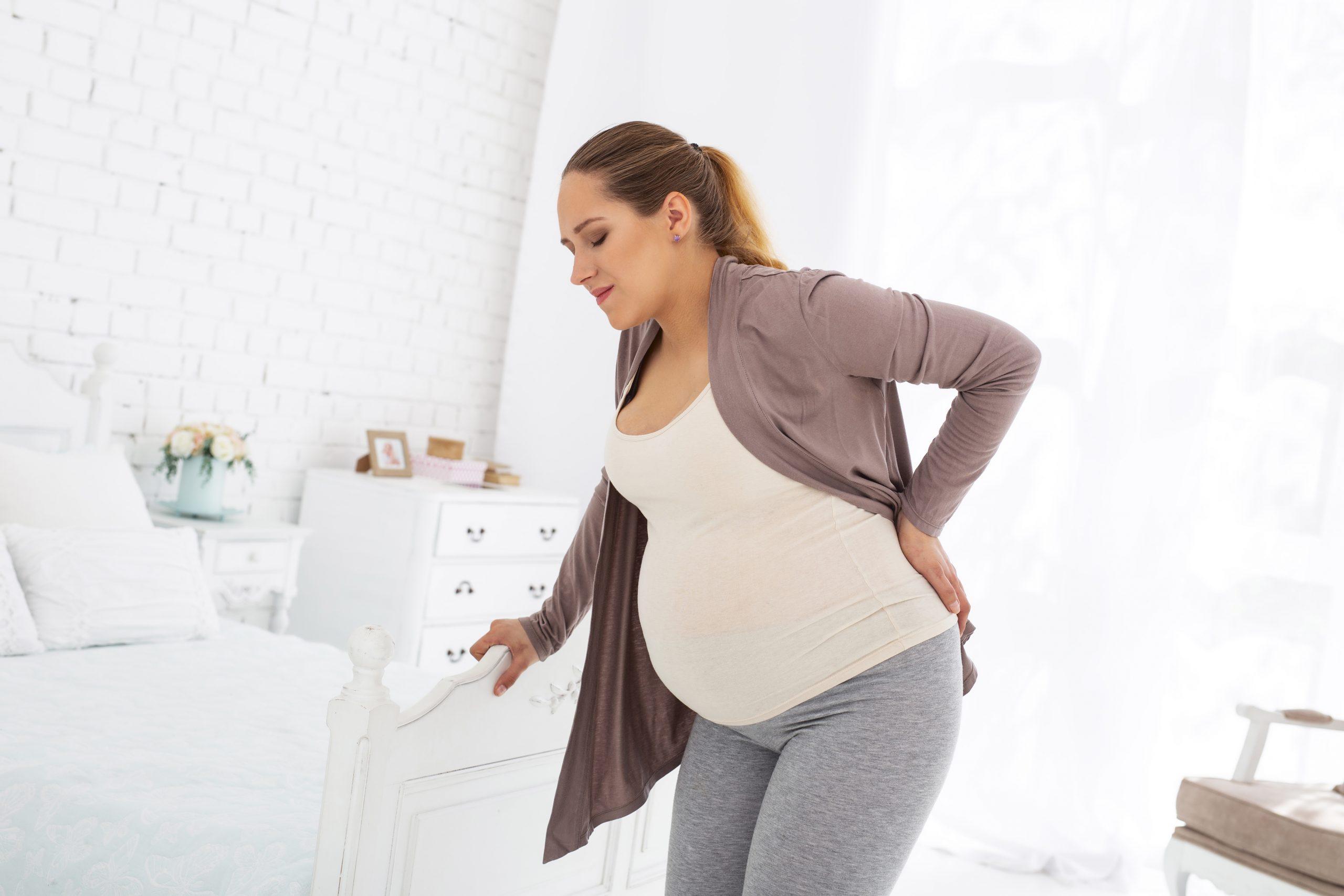 Болит поясница при беременности: как снизить нагрузку и не допустить осложнений