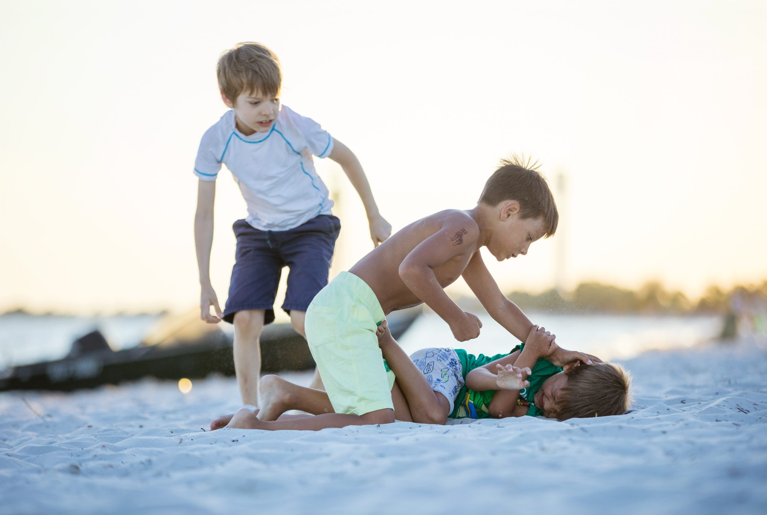 Как отучить ребенка драться: советы по управлению детской агрессией