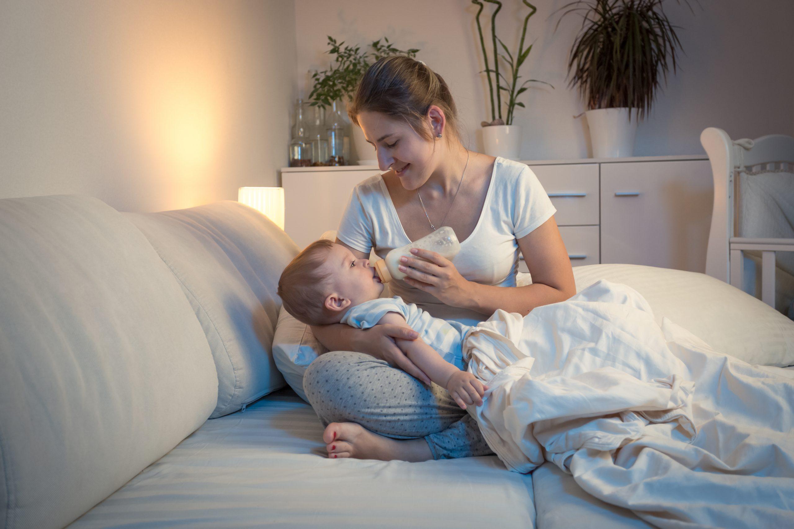 Как отучить ребенка от ночных кормлений смесью: когда начинать и как правильно это делать