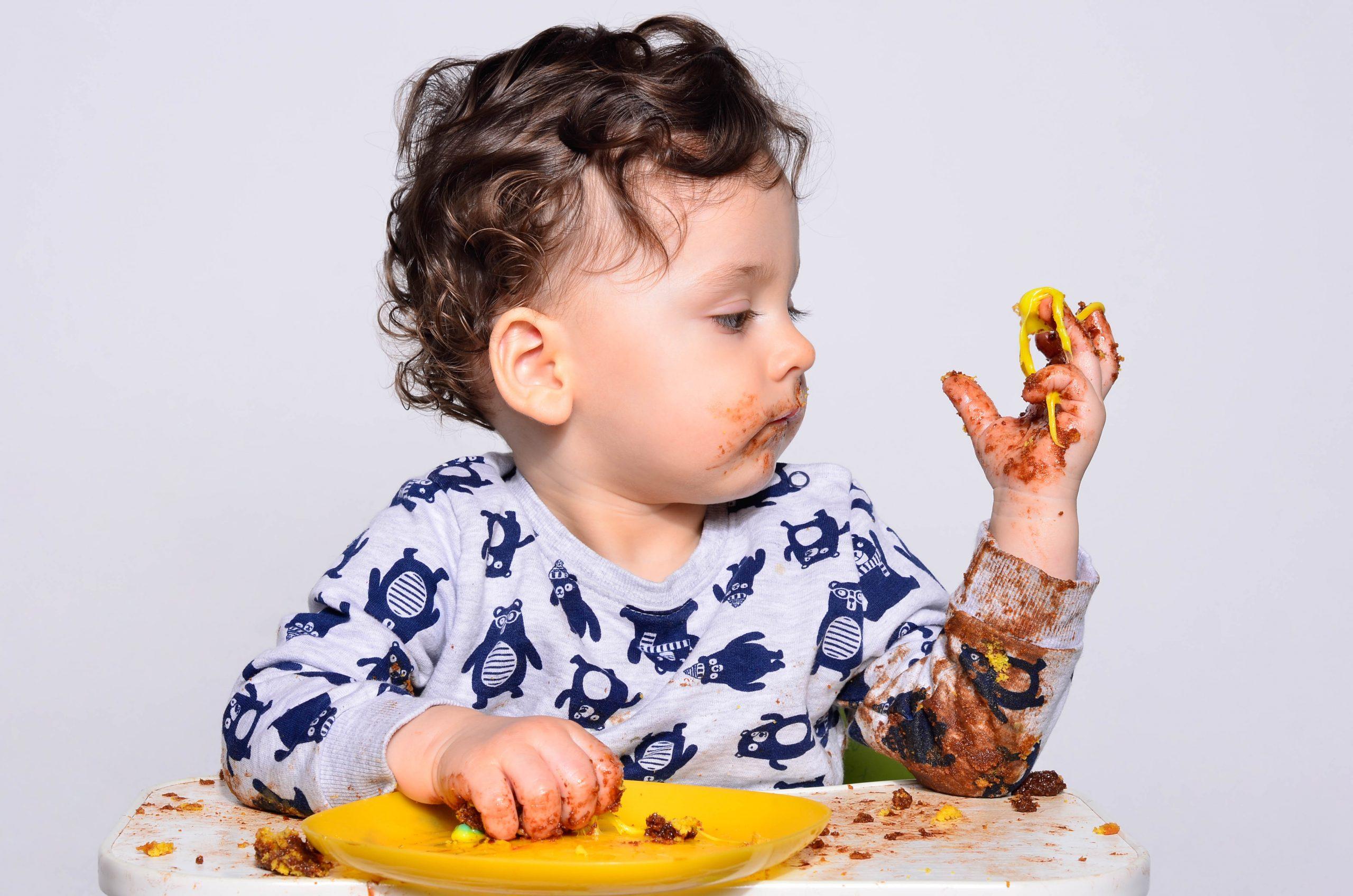 Как научить ребенка есть кусочками: от пюре к твердой пище